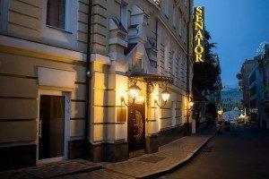 hotel door Senator Maidan