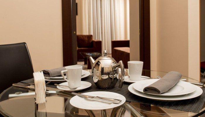 столовая в номере отеля